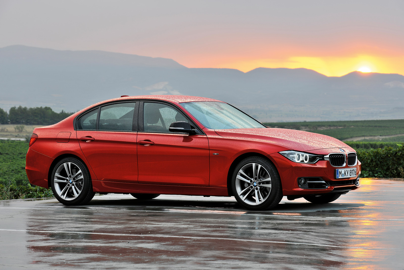 BMW 3 Series 2019 Exterior Side View
